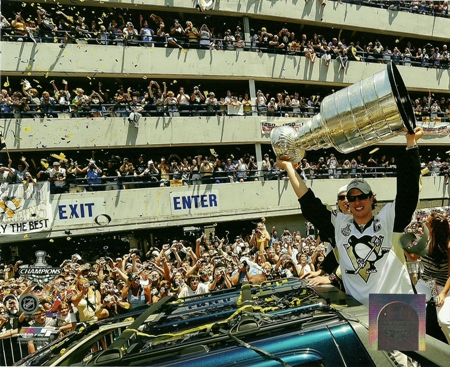 Sidney Crosby Penguins 2009 Stanley Cup Champions Parade w/ Trophy 8x10 Photo